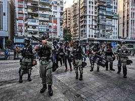Hong Kong: Chinese troops deployed to help clear roadblocks