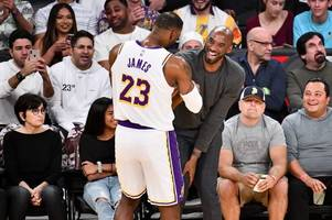 lebron james 'stole kobe bryant's powers' before hitting three-pointer in lakers win