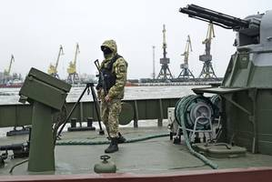 russia hands over ukrainian navy boats seized during 'violation of territorial waters' near crimea in 2018