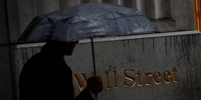 former hedge fund trader gets 40 months in prison for tricking investors by overvaluing assets