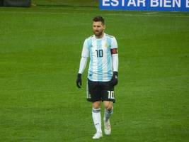 messi saves argentina in 2-2 draw against uruguay in israel