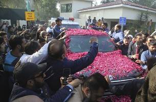 sharif leaves for london in air ambulance