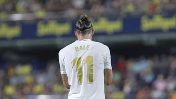 gareth bale mocked in real madrid training as mariano does golf swing