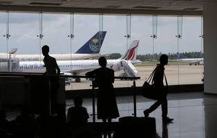 sri lanka airports on alert as top cop flees after death threat