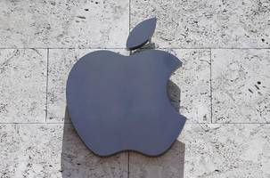 apple shows annexed crimea as part of russia - for russian users