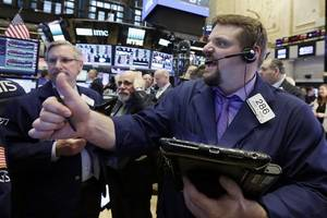 us stock indexes move higher, on track for more record highs