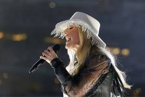 ellie goulding bashed by trolls for unusual lampshade hat