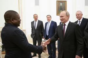 russian mercenaries fight shadowy battle in gas-rich mozambique