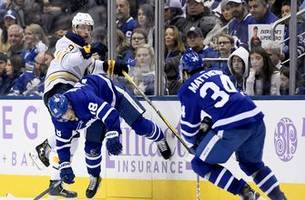 tavares scores in ot, leads maple leafs past sabres 2-1