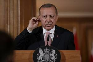 Turkey threatens to block NATO plan on summit eve