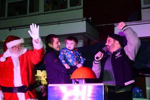 storage hunters star joins little reggie to light up silverdale for christmas