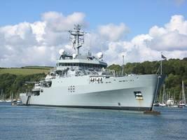 british navy vessel passes through taiwan strait