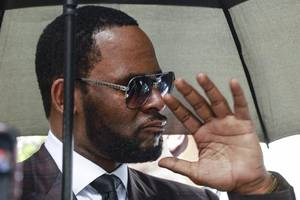 r kelly's girlfriend azriel clary moves out of his house to 'distance herself' from the drama