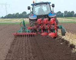 reduced soil tilling helps both soils and yields