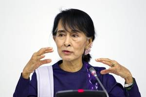 myanmar's suu kyi heads to icj for genocide showdown