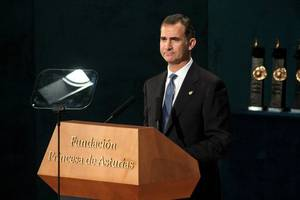 spanish king invites socialist leader to form a government