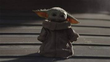 thousands of star wars fans sign petition for baby yoda emoji