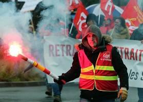 french union mounts pressure on gov't with no christmas break strike
