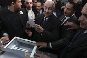 algeria election: former pm abdelmadjid tebboune pulls ahead in early results