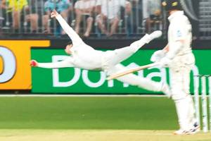 it was the mitchell starc, steven smith show!
