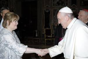 susan boyle 'humbled' as she meets the pope ahead of vatican christmas concert