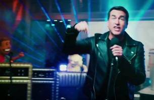 rob riggle gives us a glimpse at the nfl on fox crew after they leave the studio | riggles picks