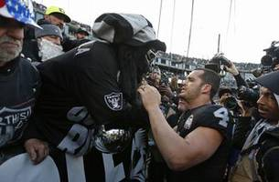 Raiders close out Oakland tenure with late-game collapse