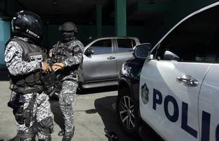 assault rifles seized at panama prison after 12 killed in shooting