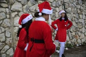 israel to grant entry to gaza christians on christmas