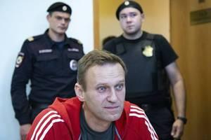 police detain kremlin critic navalny during moscow raid: spokeswoman