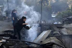 wildfire in chilean port city of valparaiso leaves 700 homeless