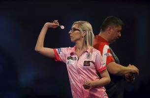female darts star loses 4-2 at pdc world championship