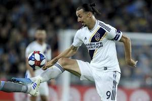 ibrahimovic returns to ac milan on six-month deal