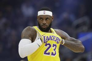 lebron james breaks new ground with 9,000th nba assist