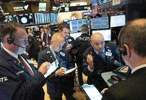 u.s. stocks trade lower in holiday-thinned trading