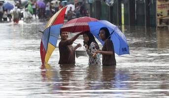 9 dead, thousands caught in flooding in indonesia's capital