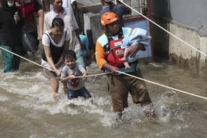 19 killed in jakarta floods, landslides