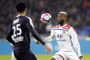 lyon reject €40m moussa dembele bid from chelsea as blues look for abraham partner