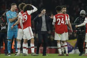mikel arteta expects granit xhaka to stay at arsenal