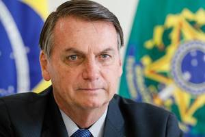 bolsonaro pokes at macron, thunberg over aus bushfires