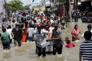death toll from floods in indonesia capital rises to 43
