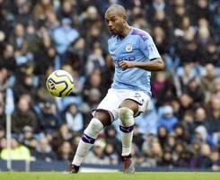 manchester city: pep guardiola confident fernandinho will sign new deal