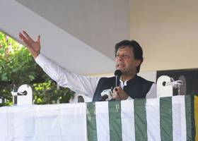 pakistan pm imran khan deletes tweet of fake video alleging 'police pogrom' against muslims in uttar pradesh