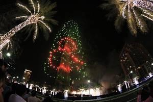 video: burj khalifa turns a resplendent 10