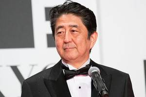 japan pm abe sticks to plan to deploy forces to middle east