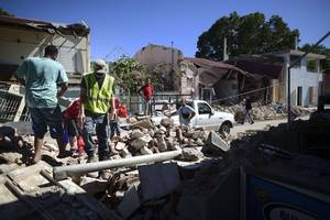 hundreds of puerto rican families left homeless after biggest quake in century