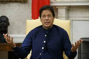 pm imran calls on us and iran to de-escalate; says pakistan won't be part of conflict
