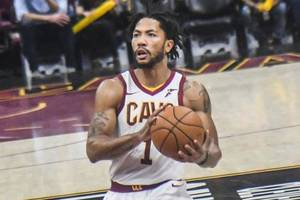 rose's late shot leads pistons past cavaliers