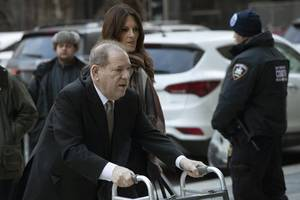 harvey weinstein wants judge removed from trial after being threatened with jail for using phone