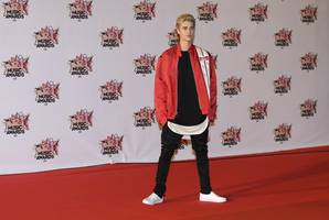 justin bieber says he has been fighting lyme disease and mono